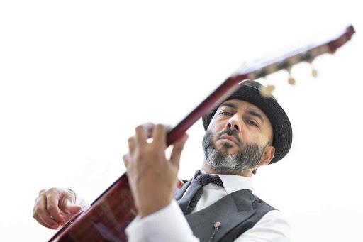 """El guitarrista Rycardo Moreno estrena disco """"Miesencia"""" y gira"""
